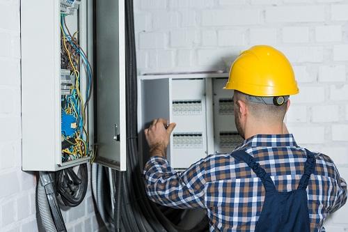 Obtenir une formation sur l'habilitation électrique